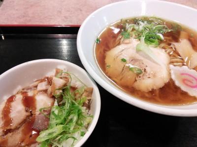 米原駅にて昼食休憩