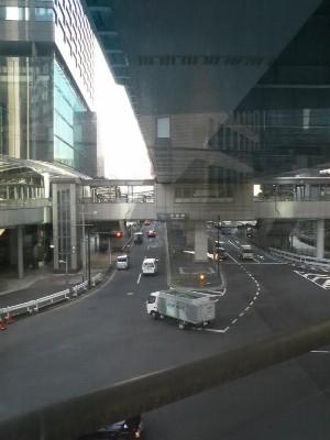 10:34 スタートから34.7km 汐留駅の歩道橋
