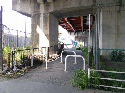 市川大橋 歩行者・自転車用の入り口