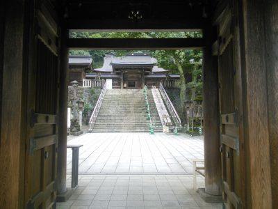 楼門から拝殿